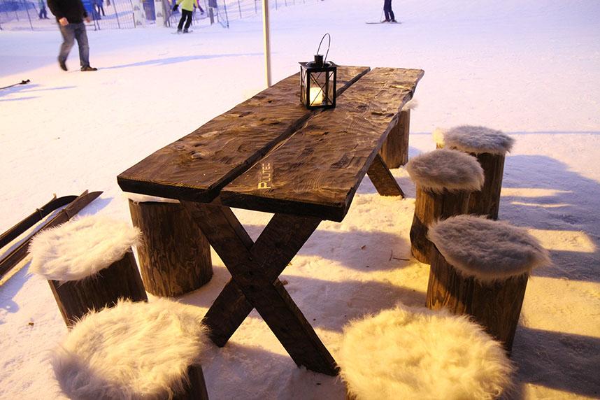 Lankkupöytä piilutulla pinnalla