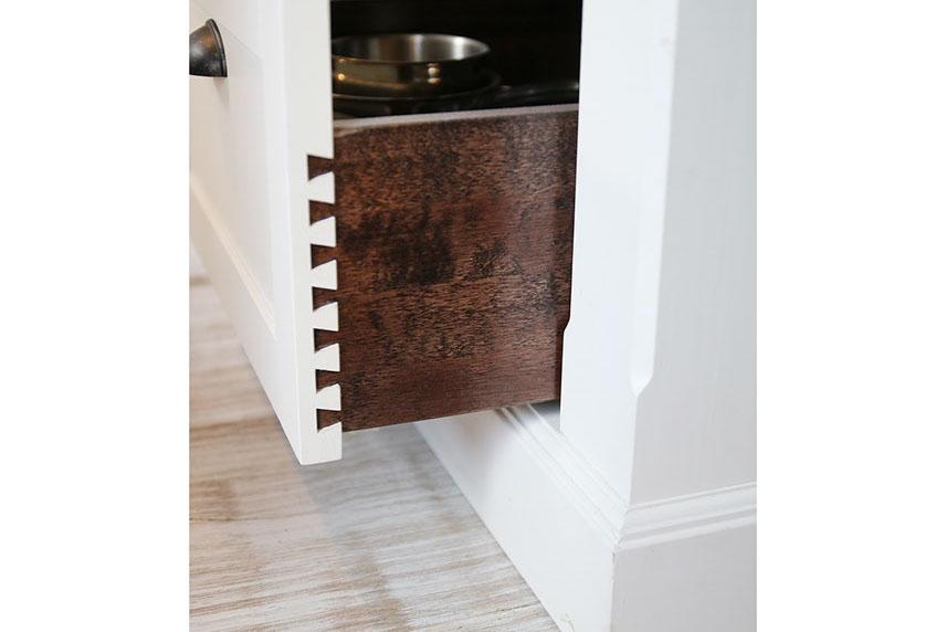 Keittiökalustuksen vetolaatikko sinkkaliitoksilla