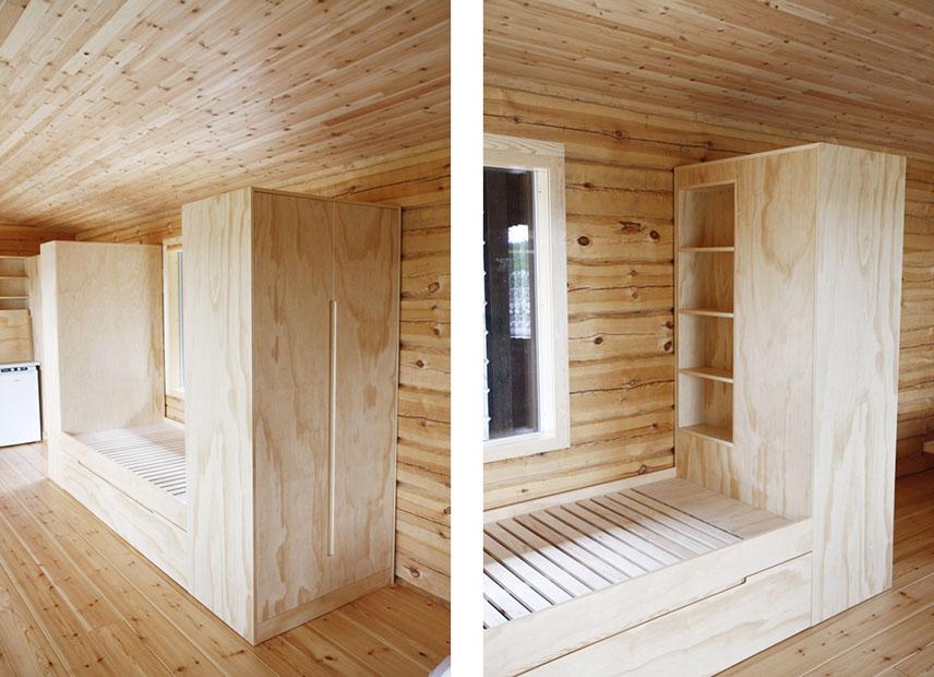 Vaatekaappi- ja sänky-yhdistelmä rimalevyrungolla ja sorvimäntyviilupinnalla.  Sängyn päässä on pieni kirjahylly.